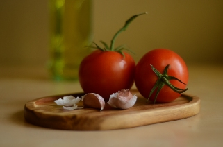 Tomatoes and Garlic 5977
